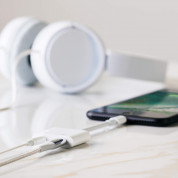 Belkin 3.5 mm Audio Plus Charge RockStar - сертифициран адаптер 3.5 мм аудио жак и Lightning порт за зареждане и слушане на музика  4